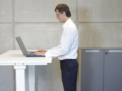 benefits of sit stand ergonomic workstations