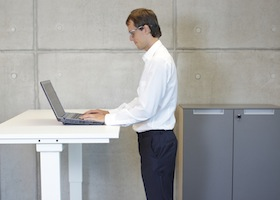 benefits of sit stand ergonomic workstations